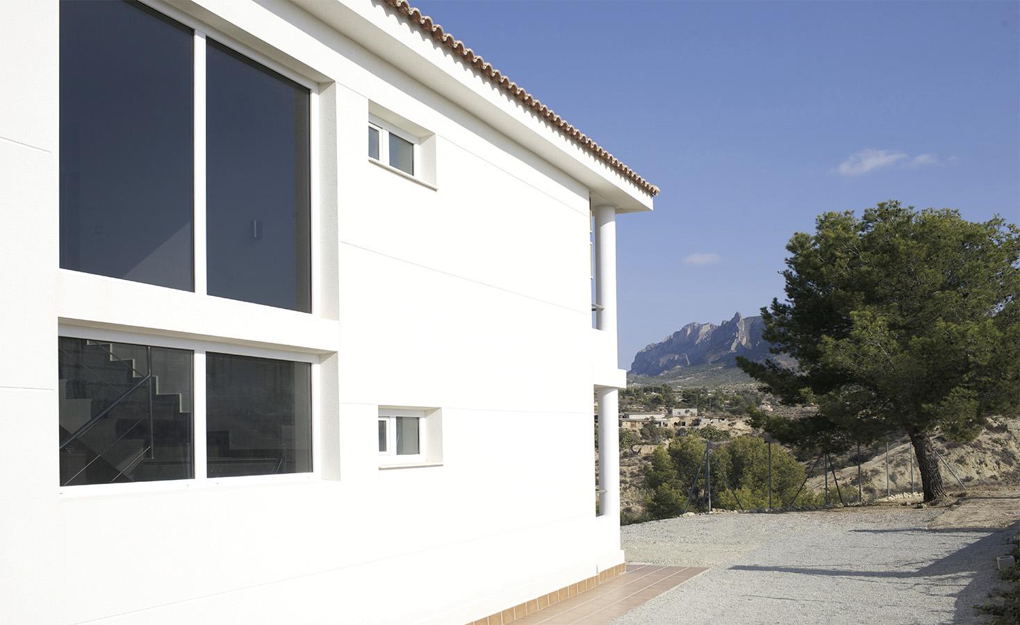 Villa Bussot white facade, new building, Alicante, Bussot