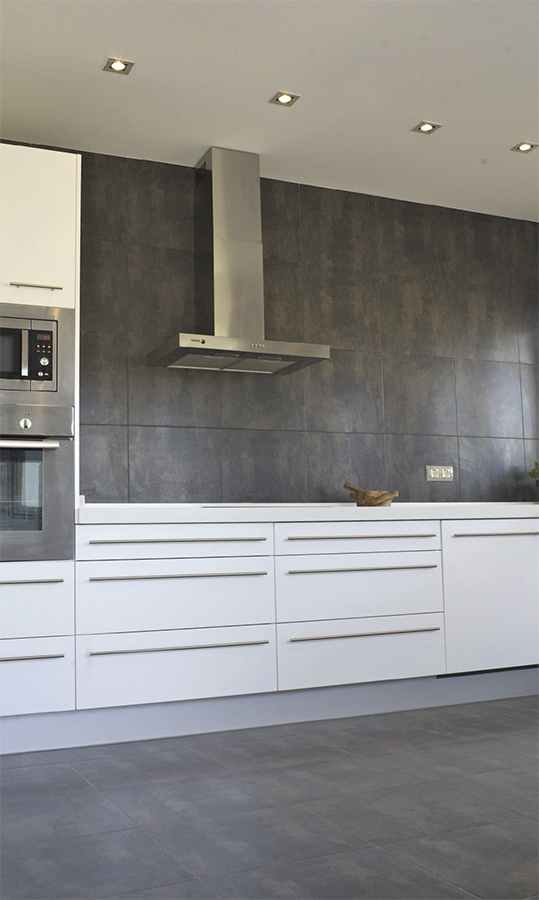 Villa Bussot luxury amrican kitchen white bathroom, new building, Alicante, Bussot